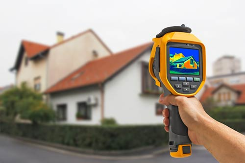 Handheld thermal imaging scanning heat sources outside of a home
